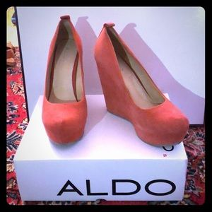 Coral Suede Round Toed Wedge Calcagni